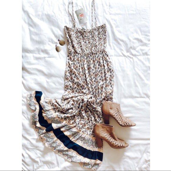 Lily Rose Dresses & Skirts - Adjustable strap pattern maxi dress